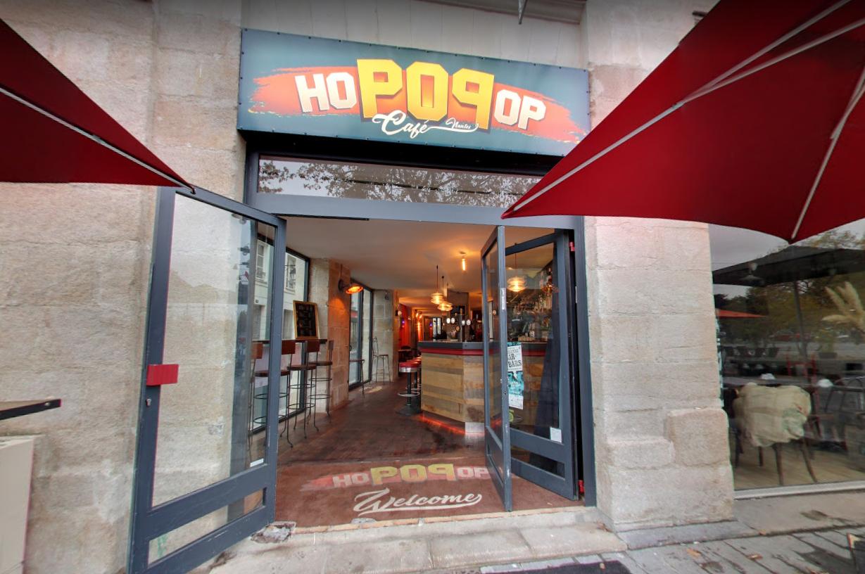 Facade du Hopopop Café, un bar génialissime à Nantes